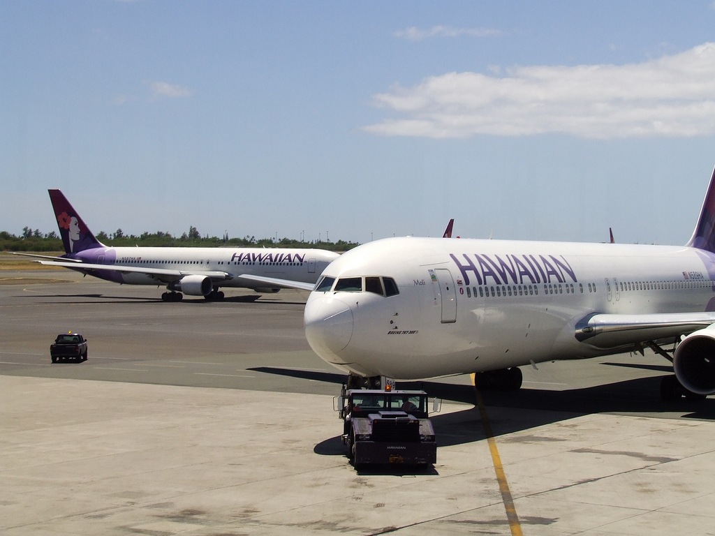 Hawaiian airlines credit card review simonsees cc by 20 via flickr colourmoves