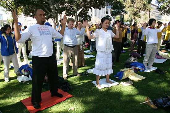Falun Dafa second exercise, standing meditation
