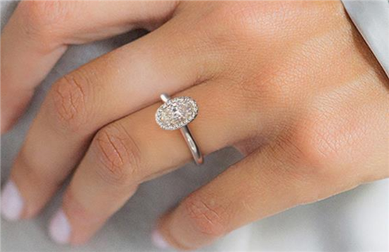 fe20eced48fa9 Halo Engagement Rings: Cheap and Trendy. What's the Catch?