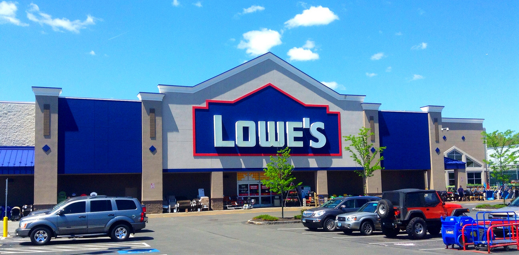 Lowe's Credit Card Review: Is It Worth It?