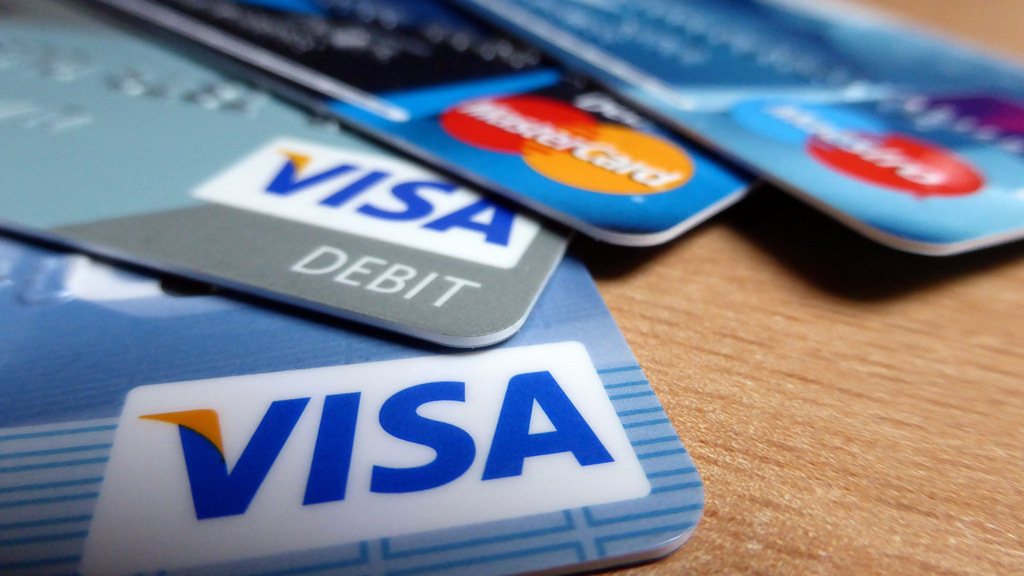 23 Tips on How to Manage Your First Credit Card